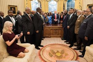 Twitter Meltdown! Kellyanne Conway cozy on Oval Office couch-But is it misleading?